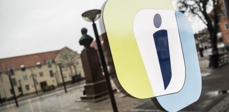 Facaden på Jobcenteret med logo