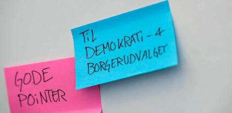 Post-its med gode pointer til Demokrati- og Borgerudvalget